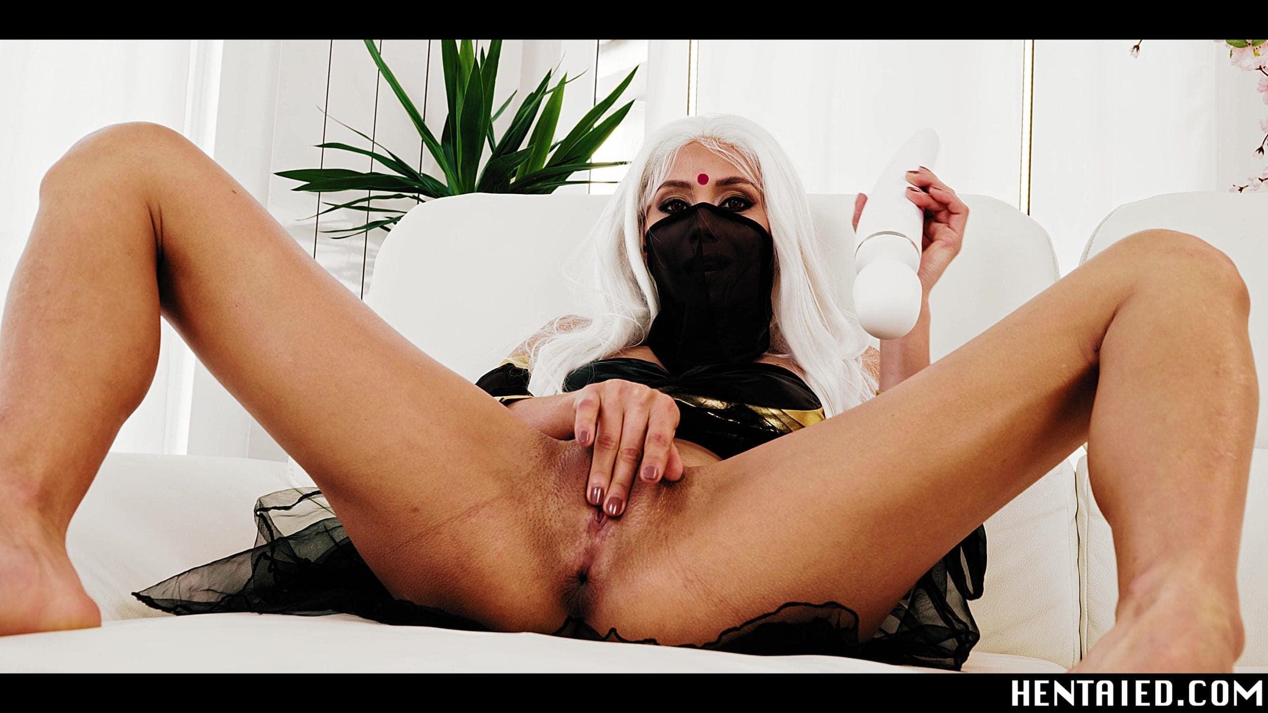 Masked Veronica Leal masturbating